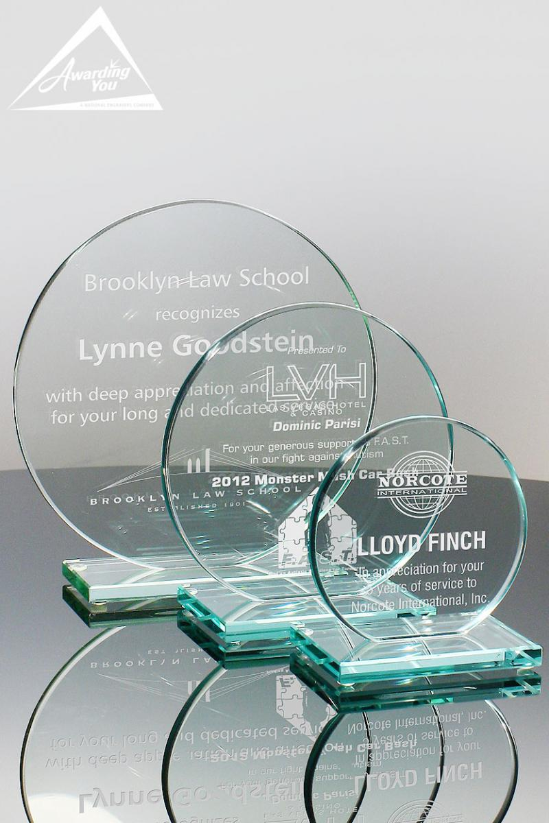 Engraved glass awards are an excellent way to recognize years of service